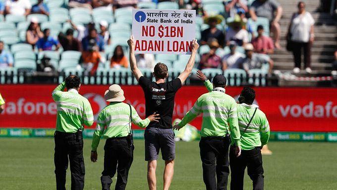 stopadani protester enters the field during india vs austrailia match