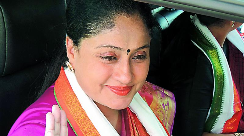 Actress Vijayashanti to join BJP