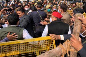 Akhilesh Yadav Detained